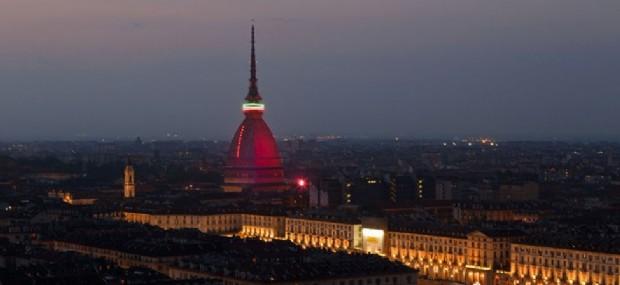 La Mole Antonelliana diventa granata per il Grande Torino