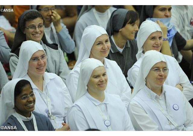 Papa Francesco apre al diaconato femminile