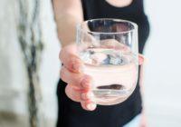 acqua 5 euro a bicchiere